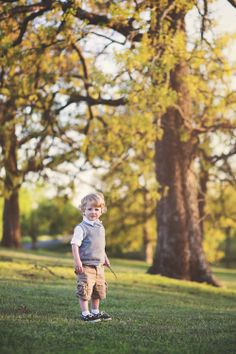 Toddler boy photography ideas / Outdoor photography / Lifestyle / Melissa Harms Photography