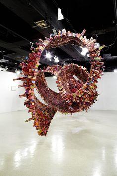 spiral sculpture made of rolled up magazines by south korean artist yun woo choi Sculptures Céramiques, Sculpture Art, Pottery Sculpture, Land Art, Wall E, Art Actuel, Instalation Art, Sculpture Projects, Newspaper Crafts