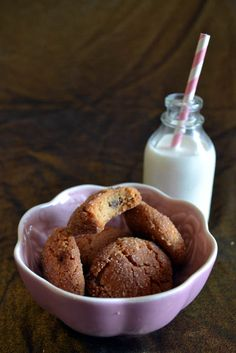 Quick and easy Valentine's Day cookies that is gluten free and uses just 3 pantry staple ingredients. Flourless Peanut Butter Cookies, Peanut Butter Cookie Recipe, Cookie Recipes, Yummy Treats, Delicious Desserts, Sweet Treats, Roll Cookies, Gluten Free Cookies, Vegetarian Chocolate