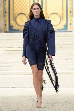 See the complete Nina Ricci Spring 2018 Ready-to-Wear  collection.
