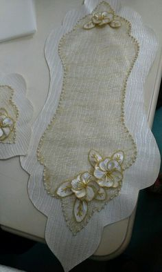 This Pin was discovered by Lal Cushion Embroidery, Silk Ribbon Embroidery, Hand Embroidery Designs, Table Runner And Placemats, Burlap Table Runners, Handmade Crafts, Diy And Crafts, Lace Beadwork, Linens And Lace