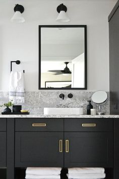 Black Vanity Bathroom Ideas Beautiful Modern Bathroom with Black Vanity and Brass Hardware Jaclyn Peters Design Black Cabinets Bathroom, Black Vanity Bathroom, Bathroom Vanity Designs, White Bathroom, Bathroom Interior Design, Home Interior, Bathroom Storage, Small Bathroom, Bathroom Ideas