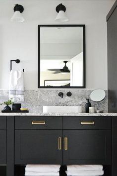 Black Vanity Bathroom Ideas Beautiful Modern Bathroom with Black Vanity and Brass Hardware Jaclyn Peters Design Black Cabinets Bathroom, Black Vanity Bathroom, Bathroom Vanity Designs, White Bathroom, Bathroom Interior Design, Home Interior, Bathroom Storage, Small Bathroom, Bathroom Ideas