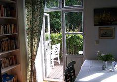 Terrassengestaltung: Die drei wichtigsten Tipps zur Anlage und Gestaltung. Kurz gesagt, eine großzügige Veranda hat viele Vorteile, das merkt man spätestens, wenn viele Gäste im Garten zu bewirten sind.