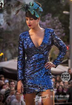 Desfile de Moda Pin Up de www.idfshop.es con tocados y complementos de http://www.floristeriaazabache.com/ y fotografías realizadas por Eduardo Alias de http://www.eafoto.es/  Vestido azul lentejuelas http://tienda.idfshop.es