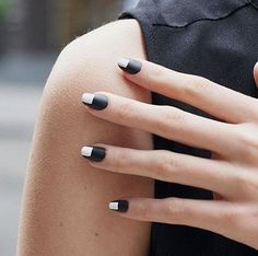 30 Minimalist Nail Art Ideas So You Can Keep It Simple This Summer | StyleCaster