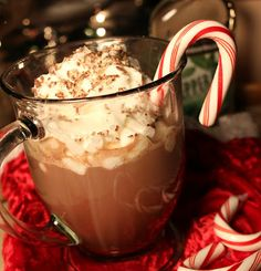 Peppermint Schnapps Hot Chocolate - addicted to recipes Hot Cocoa Recipe, Hot Chocolate Recipes, Cocoa Recipes, Yummy Recipes, Christmas Drinks, Christmas Ideas, Winter Treats, Good Food, Yummy Food