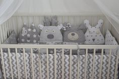 Comfortable bumpers perfectly protects the baby in the crib, well then - decorative pillows. The set includes 4 houses or animals and 3 parts pillows on the other sides of the crib. In this scheme, you can also sew blankets, letters, pillows, textile baskets, toys and other items for the childrens room decor. You choose any color set you want. When ordering, please specify the size of the crib. This bumper is made in the size of 120*60 cm bed.
