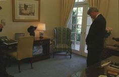 filethe reagan library oval office. President Clinton Watches Television Coverage Of The Bombing Alfred P. Murrah Building In Filethe Reagan Library Oval Office A