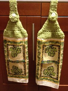 Hanging dishtowel with crochet top