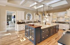Traditional Kitchen with Kitchen island, Farmhouse sink, Flush, U-shaped, Custom hood, Cup pull hardware, Subway Tile