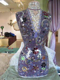 Kim's torso mosaic after grouting- amazing!     Awesome Mosaic! you will love this Mosaic sit