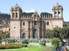 """Catedral del Cuzco """"El conjunto es soberbio y puede decirse que la Catedral cuzqueña es uno de los monumentos más hermosos y significativos de América. Sus proporciones tienen una amplitud única. Sus torres se separan, se abren más de lo admitido en cualquier ejemplo occidental, como para darle mayor frente y asiento a ese primer templo de España en la capital de los incas."""""""