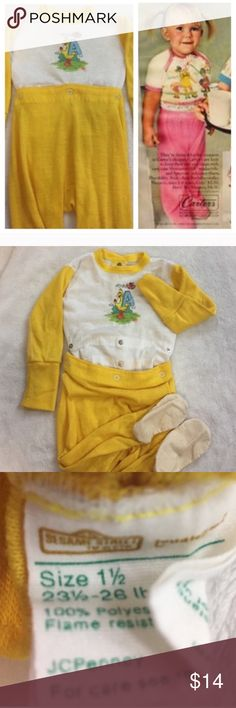 '70s Big Bird Sesame Street Pajamas Estimate mid 1970s - early 80s. Shows signs of wear. Some fading and pilling. Two rows of snaps for room to grow. Size on tag 18 months. May run small so listed as size 12-18 months. Vintage Pajamas Pajama Sets