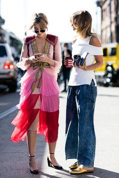 Sandra Semburg captures the Sydney style set during the city's Cruise 2017 Fashion Week. Fashion Mode, Fashion 2017, Look Fashion, Fashion Beauty, Street Fashion, Sydney Fashion Week, Street Style Chic, Street Looks, Look Chic