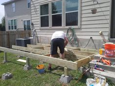 deck frame being completed how to build a deck step by step with pictures Middle Class Dad Easy Deck, Cool Deck, Deck Building Plans, Deck Plans, Deck Framing, Deck Steps, Front Steps, Laying Decking, Deck Construction