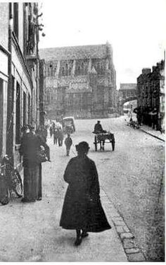 Winetavern Street Ireland Pictures, Old Pictures, Old Photos, Dublin Street, Dublin City, Ivy Rose, Temple Bar, Photo Engraving, Ireland Homes