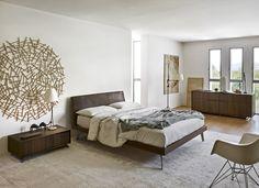 Designer Bett im Vintage Look mit Leder Kopfteil und Holzbettrahmen. #Vintage #bett #bed #bedroom #schlafzimmer #leather #design