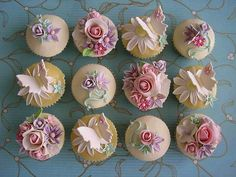 Butterfly and Flowers Cupcakes Flowers Cupcakes, Cupcakes Cool, Floral Cupcakes, Beautiful Cupcakes, Wedding Cupcakes, Garden Cupcakes, Elegant Cupcakes, Spring Cupcakes, Decorated Cupcakes