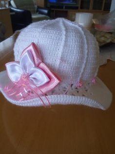 Пролетна+шапка+подходяща+2годишно+момиче.Аксесоарите+по+шапката+могат+да+се+изработят+в+различни+цветове.