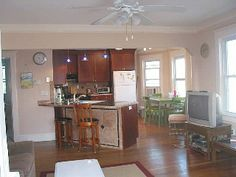 Oceanview Colonial 4 houses to the beach, upstairs, avail year round