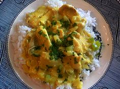 My family loves anything with curry powder and this chicken curry is very simple to make and really good! Chicken Soup Base, Chicken Curry, Chicken Mozzarella Pasta, Budget Meals, Budget Recipes, Curry Dishes, Indian Food Recipes, Chinese Recipes, Curry Powder
