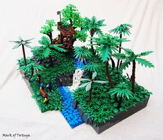 Palm fronds facing up and down for more dynamic look. The Hideout at Finder's Falls. Train Lego, Lego Trains, Pirate Lego, Pirate Theme, The Hobbit Game, Lego Tree, Lego Village, Lego Sculptures, Amazing Lego Creations