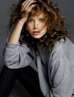 would love to have her hair…just the right amount of curls Hc Hair, Curly Hair Styles, Natural Hair Styles, Loose Curls, Messy Hairstyles, Gorgeous Hair, Hair Inspiration, Character Inspiration, Hair Makeup