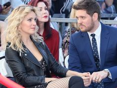 Michael Buble's wife thought he was gay when they met Kristen Bell Wedding, Michael Buble Wife, Dean Martin, Arte Pop, Country Singers, Wedding Pictures, Gay, Hollywood, Thoughts