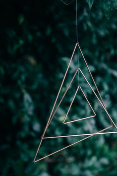 DIY mobile, triangles de cuivre - Copper triangle mobile