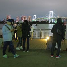 I was walking in a park in Odaiba and found so much more people than the last time. I thought some cool event might be going on there and looked around ending up realizing they were all playing Pokémon Go... Apparently the seaside area of Odaiba is a very popular spot for Pokémon fans because you can often encounter rare Pokémons there.  Of course I joined the cloud right away and caught a Farfetch'd which can be found only in Asia. ;) #tokyo #japan #pokemongo #travel #odaiba #rainbowbridge…