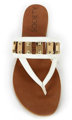 White flat sandal with gold-toned hardware, a thong silhouette and an ultra-soft insole that keeps your feet cool all day