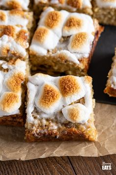 Toasted Marshmallow Chocolate Banana Oat Bars - the perfect recipe for overripe bananas sitting in your fruit bowl and a treat that the whole family will love. #glutenfree #slimmingworld #weightwatchers #oats #smores #marshmallows #chocolate