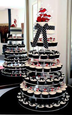 Hochzeitstorte aus Cupcakes // Wedding cake with cupcakes #Hochzeitstorte #WeddingCake