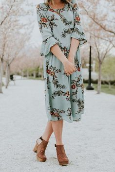Midi Dress + Clogs Outfit   ROOLEE