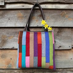 Love this colourful patchwork! Patchwork Bags, Cotton Bag, Cushion Covers, My Bags, Sewing Crafts, Weave, Totes, Reusable Tote Bags, Cushions