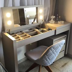 Organization Ideas For The Home Diy Closet House 16 Ideas For 2019 Diy Makeup Table Ideas, Desk Ideas, Makeup Tables, Vanity Tables, Diy Furniture, Furniture Design, Painting Furniture, Painting Cabinets, Space Saving Furniture