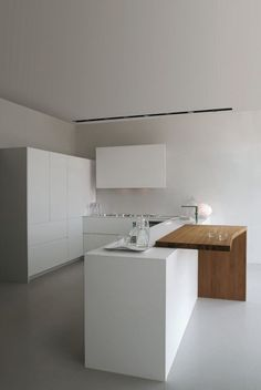 Small kitchen design and ideas for your small house or apartment, stylish and efficient - Modern kitchen ideas with island and storage organization Kitchen Living, Kitchen Decor, Kitchen Ideas, Interior Minimalista, Best Kitchen Designs, Cuisines Design, Minimalist Kitchen, Interior Design Kitchen, Home Kitchens