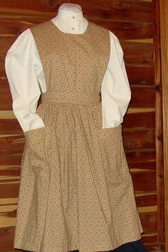 Old Time Pinafore Apron - free tutorial Apron Pattern Free, Sewing Patterns Free, Dress Patterns, Retro Apron Patterns, Pinafore Pattern, Pinafore Apron, Sewing Clothes, Diy Clothes, Apron