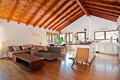 Feel like a Hollywood star at any of these glamorous Los Angeles Airbnbs