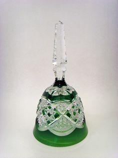 Salle des ventes ABC : VAL ST LAMBERT, Cloche de table, rare modèle VERREPT en cristal taillé et doublé vert, hauteur 16,5 cm