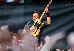 29-Dec-2013 10:44 - NIEUWE ALBUM BRUCE SPRINGSTEEN AL ONLINE. Het nieuwe album van Bruce Springsteen zou eigenlijk pas 14 januari worden uitgebracht, maar High Hopes staat nu al online. De plaat was zaterdag korte tijd te downloaden via de mobiele versie van de website van Amazon, meldt Billboard. Het was alleen mogelijk het album liedje voor liedje te kopen en te downloaden. Amazon heeft inmiddels de mogelijkheid tot aankoop weer verwijderd, maar dat komt als mosterd na de maaltijd. High...