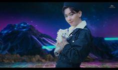 Baekhyun with baekcat 😂😂