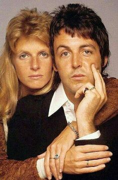 Paul and Linda McCartney circa mid Paul Mccartney Beatles, Paul And Linda Mccartney, Sir Paul, People Icon, Grunge Hair, Best Couple, Celebrity Couples, My Favorite Music, Music Artists