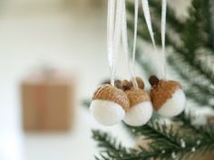 Acorn Ornament Kit Felted Wool Decoration DIY craft handmade for your Christmas Tree, snow white, natural materials gift