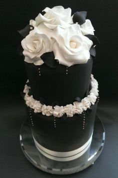 95 Stunning Black And White Wedding Cakes | HappyWedd.com