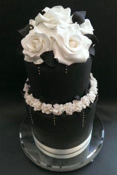95 Stunning Black And White Wedding Cakes | HappyWedd.com