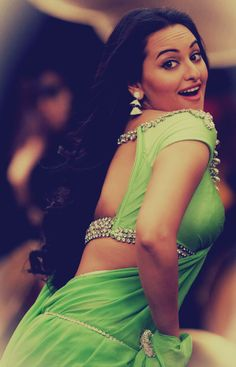 sonakshi sinha - Love her expression, and her curves!