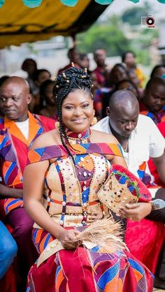 African Wedding Attire, African Attire, African Wear, African Fashion Dresses, African Women, African Dress, Traditional Wedding Attire, African Traditional Wedding, Yellow Flower Girl Dresses
