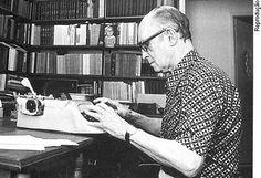 Carlos Drummond de Andrade, um dos escritores mais influentes da literatura brasileira.